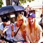 MIT HANDKUSS_Michaela, Me, Fabienne