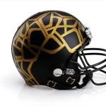 Bloomindales_Super_Bowl_Fashion_Helmet_Quelle_media.bloomindales.com