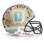Bloomindales_Super_Bowl_Fashion_Helmet_Quelle_media.bloomindales.com_10