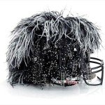 Bloomindales_Super_Bowl_Fashion_Helmet_Quelle_media.bloomindales.com_40