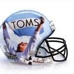 Bloomindales_Super_Bowl_Fashion_Helmet_Quelle_media.bloomindales.com_43