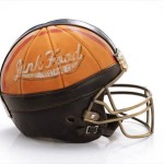 Bloomindales_Super_Bowl_Fashion_Helmet_Quelle_media.bloomindales.com_48