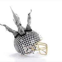 Bloomindales_Super_Bowl_Fashion_Helmet_Quelle_media.bloomindales.com_49
