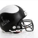 Bloomindales_Super_Bowl_Fashion_Helmet_Quelle_media.bloomindales.com_9