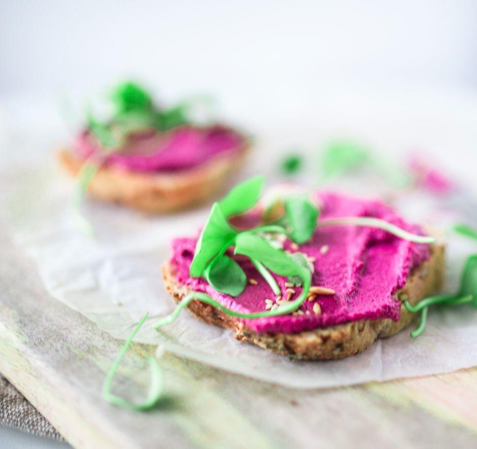 Rose Beere Hummus - Credit: magsfrisch.com